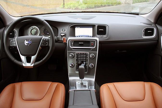 2011 Volvo S60 - не самая дерзкая из моделей Volvo, но определенно одна из них